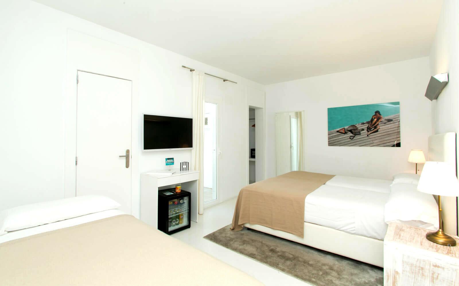 ZHERO HOTEL PALMA THREE BED ROOM
