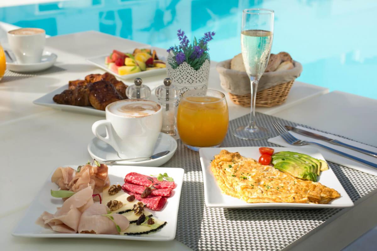 Zhero Hotel Palma Fruestueck am Pool Poolside Restaurant