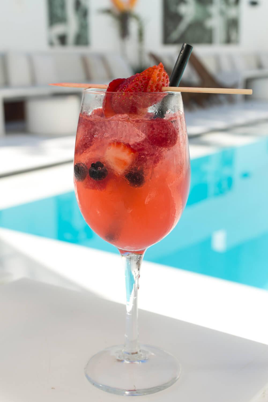 Zhero Hotel Palma Poolside Bar Cocktail Erdbeer
